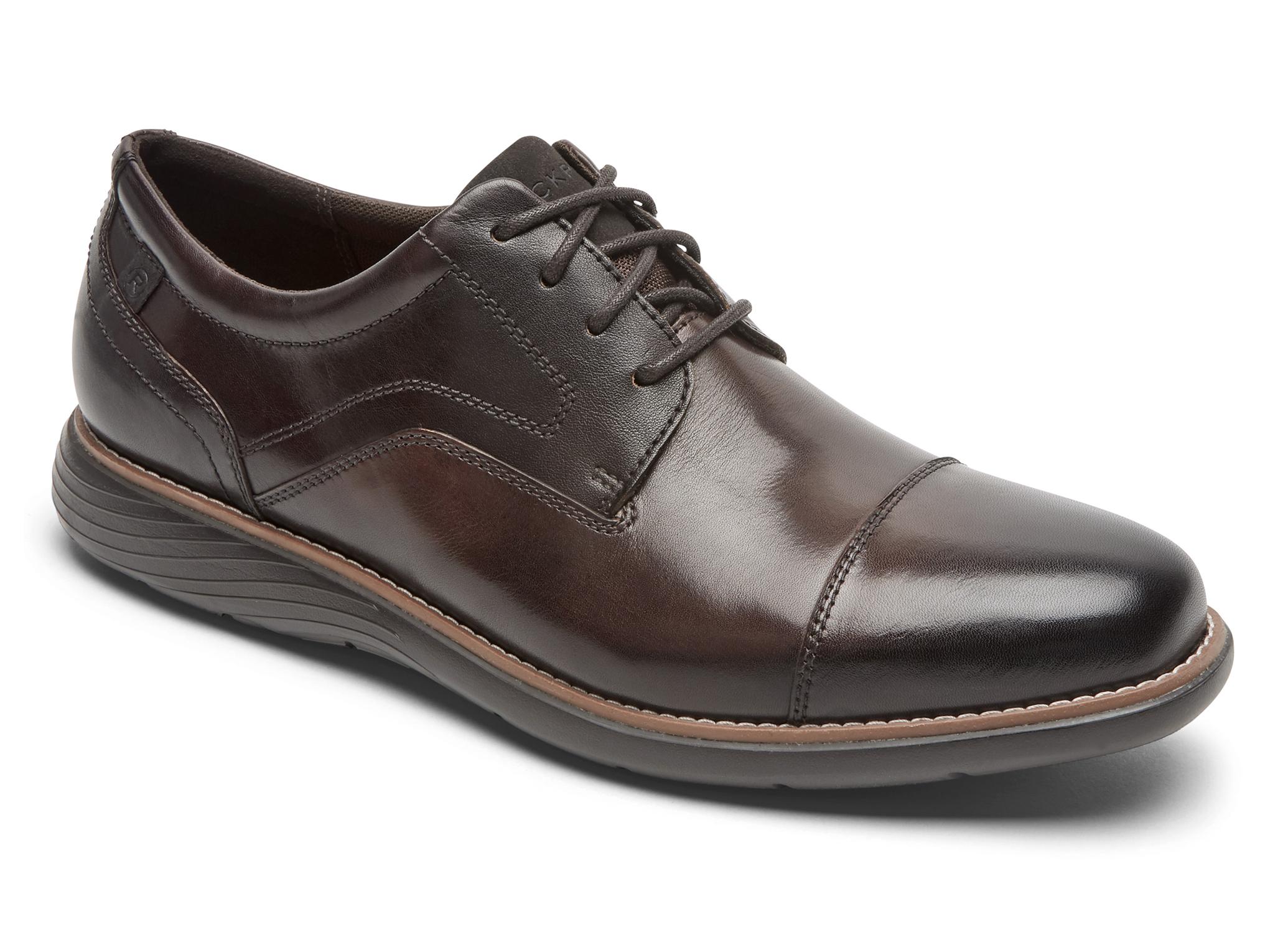 スタンダードな革靴デザインの1つですが、ウェルトに明るいブラウンレザーを採用することでカジュアルダウンし、堅苦しいビジネス感を緩和しています。
